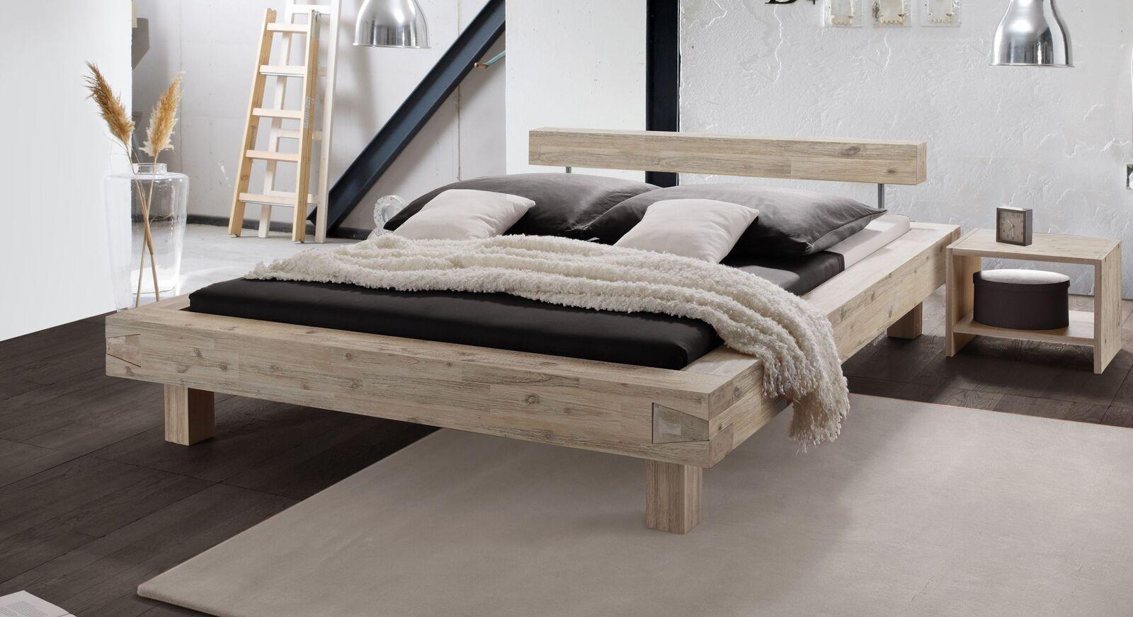 Trendiges Balkenbett Onno aus Akazienholz