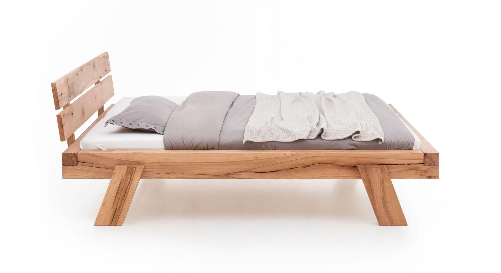 Bett Achil mit schrägen kunstvollen Bettbeinen