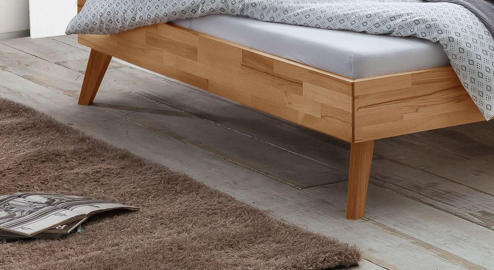 Natürliches Bett Albin mit ausgestellten Bettbeinen