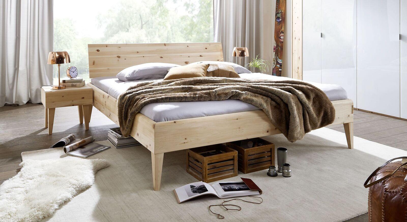 Bett Alistra Komfort aus hellem Holz