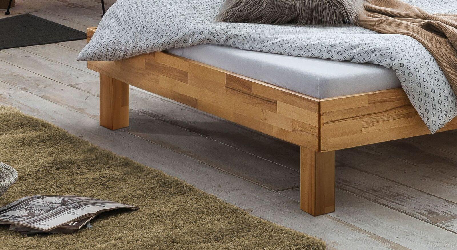 Bett Amsden mit robusten Blockfüßen