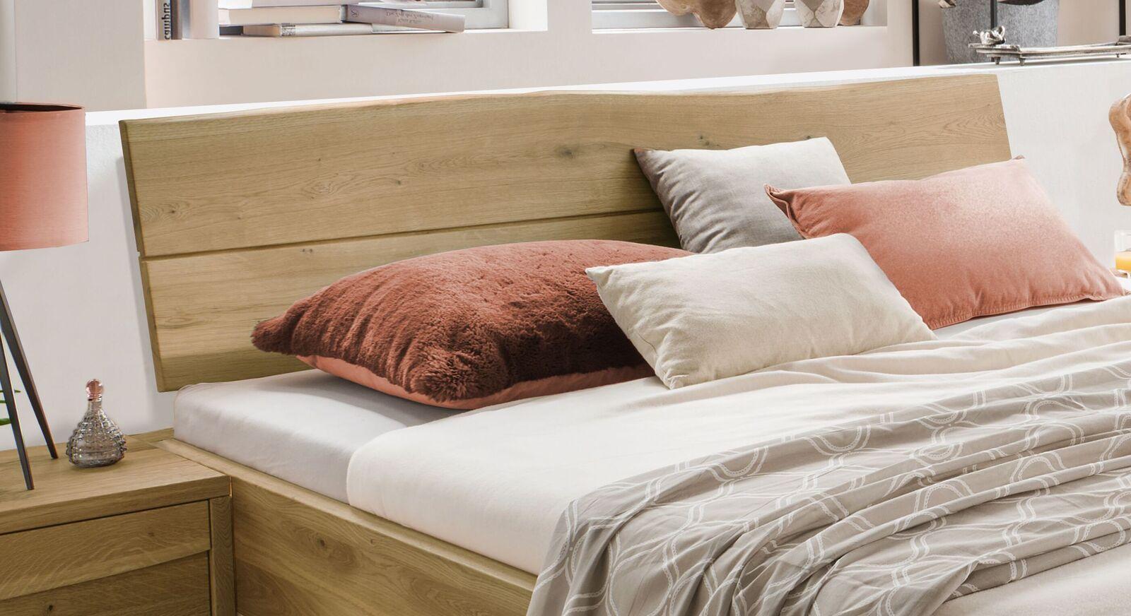 Bett Andaus Kopfteil in natürlicher Optik