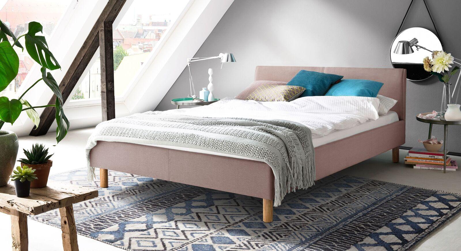 Bett Arensa aus feinem Webstoff in Altrosa