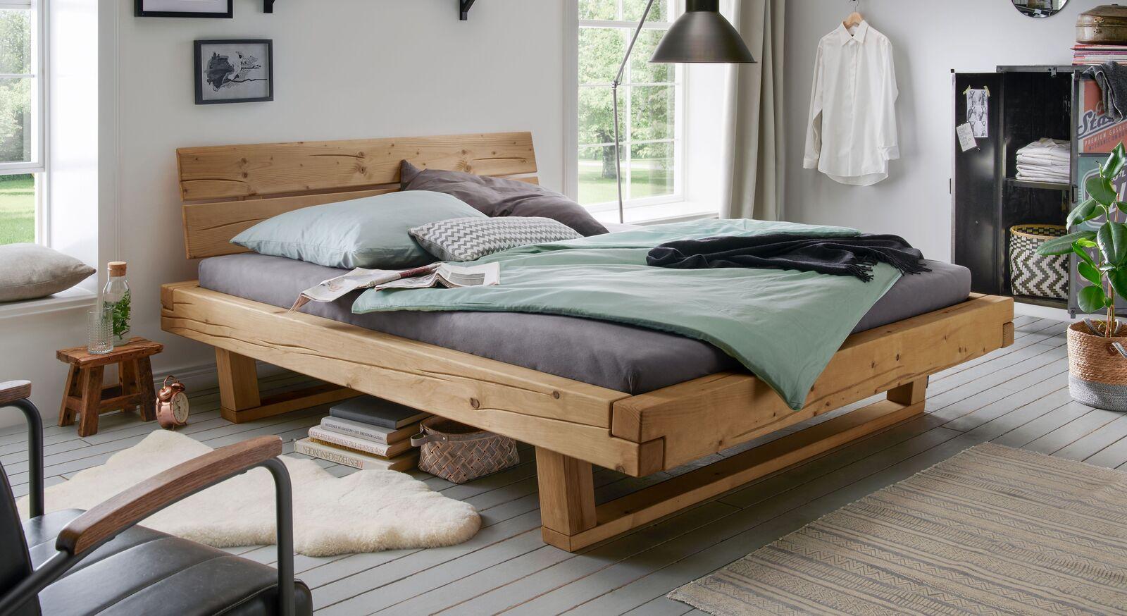 Bett Basiliano aus robuster Fichte