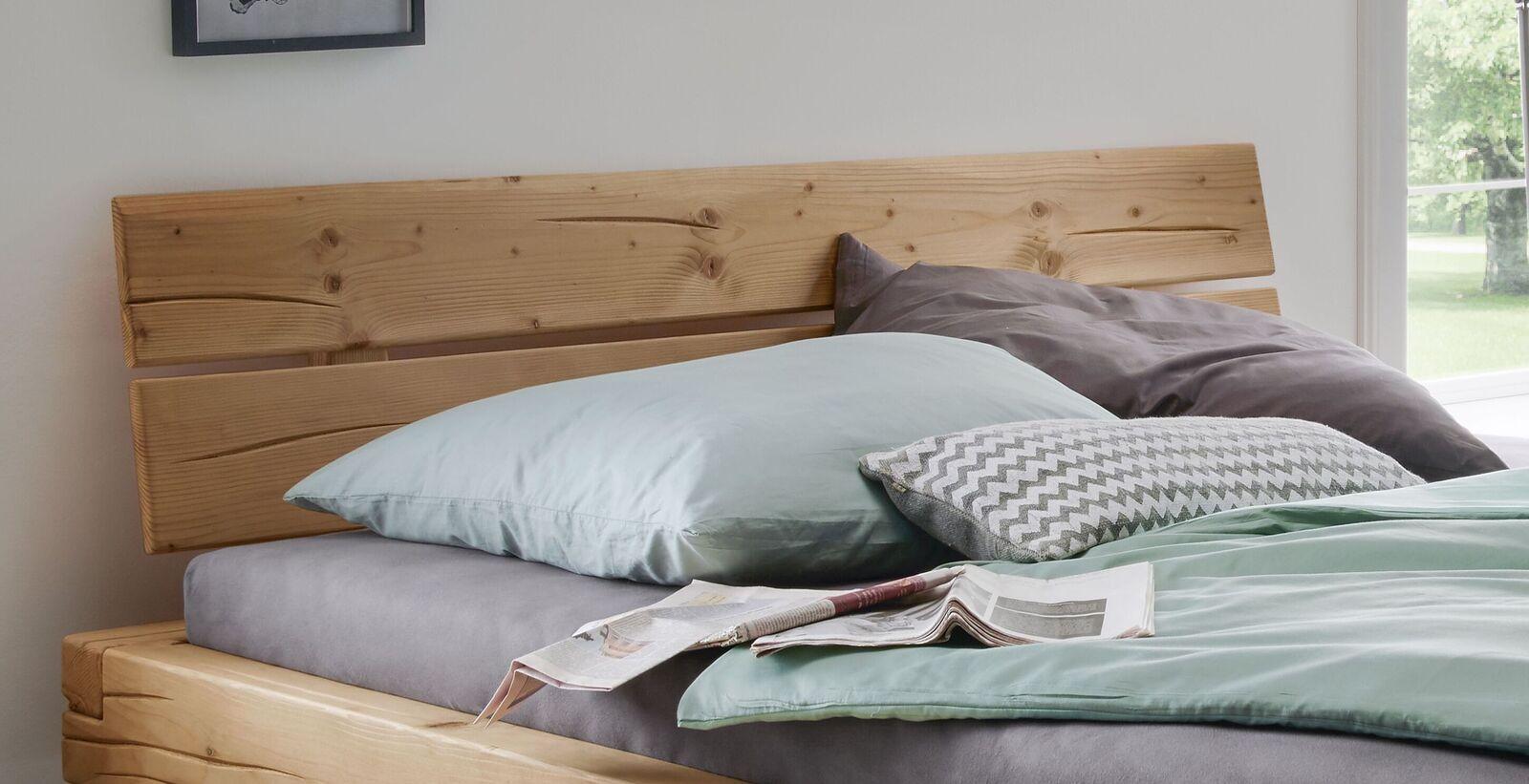 Bett Basiliano mit geteiltem Kopfteil