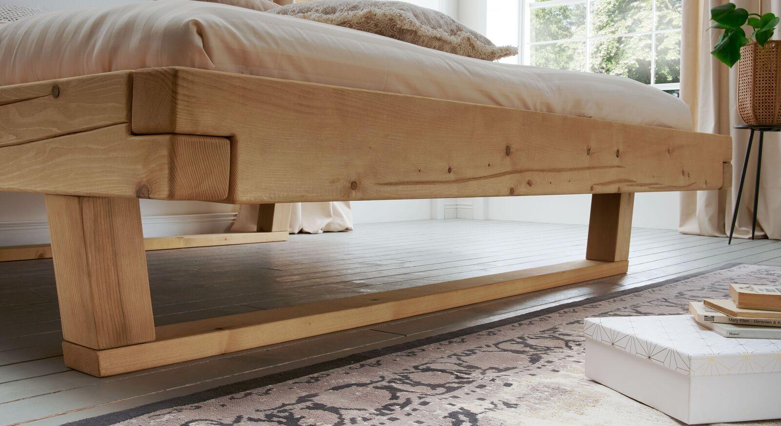 Bett Basiliano mit Kufen in moderner Optik