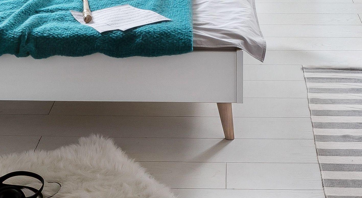 Bett Beano mit massiven Esche-Füßen