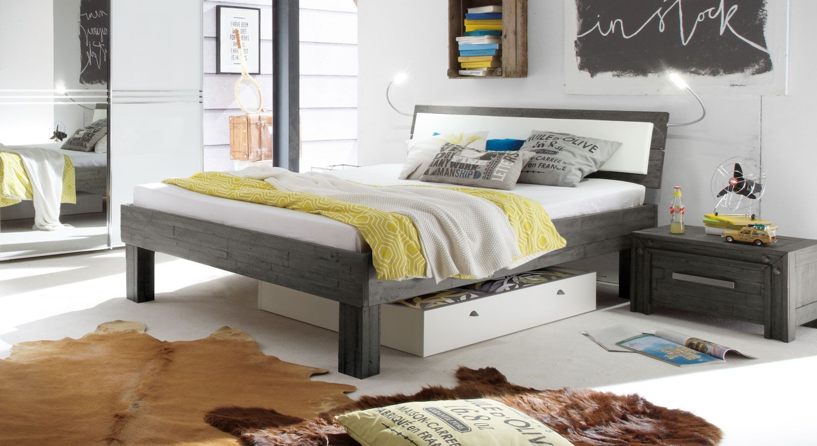 Graues Bett Caldera aus Akazie sägerau