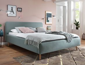 Bett Carballo im angesagten Retro-Look