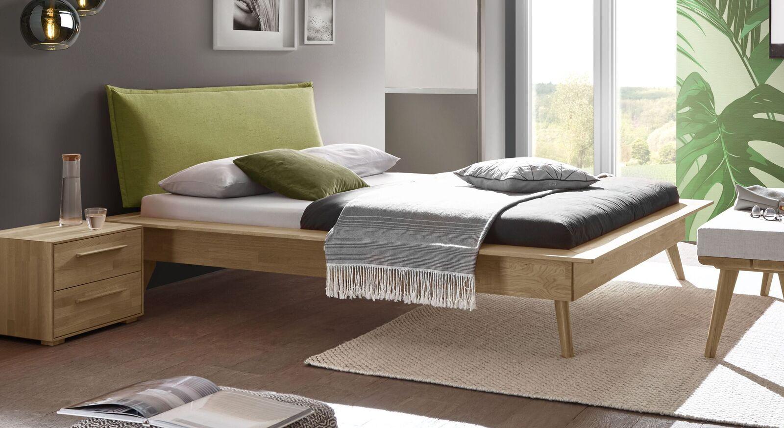 Modernes Bett Casevio mit apfelfarbenem Kopfteil