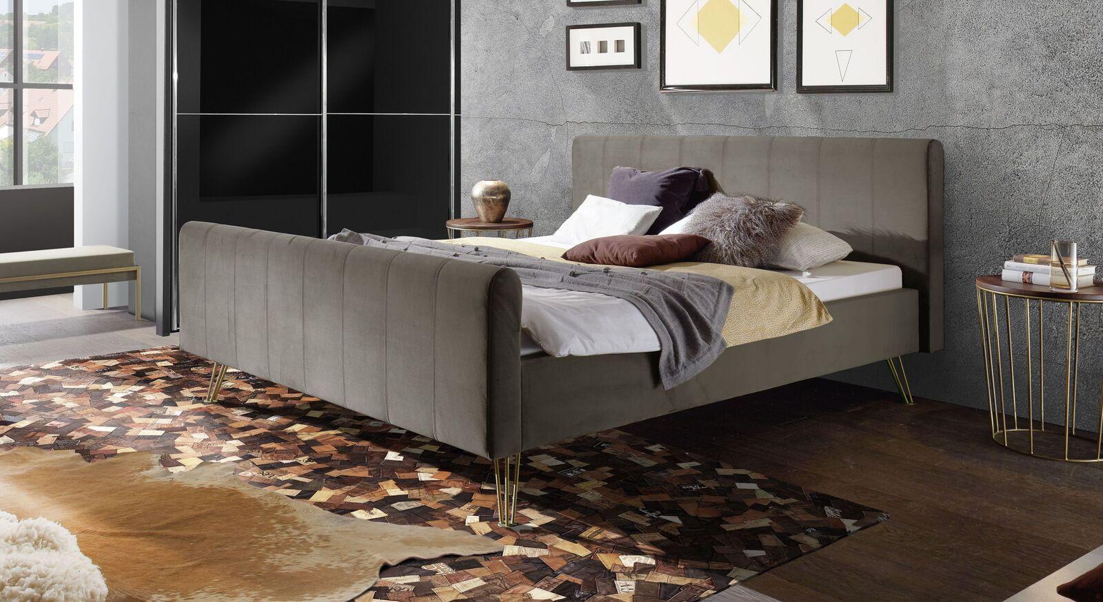 Bett Celica mit grauem Samtbezug