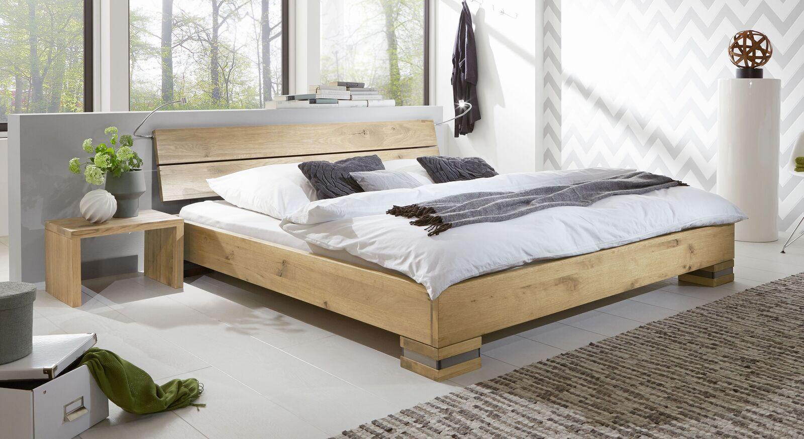 Bett Curada aus hochwertigem Massivholz in Wildeiche pure