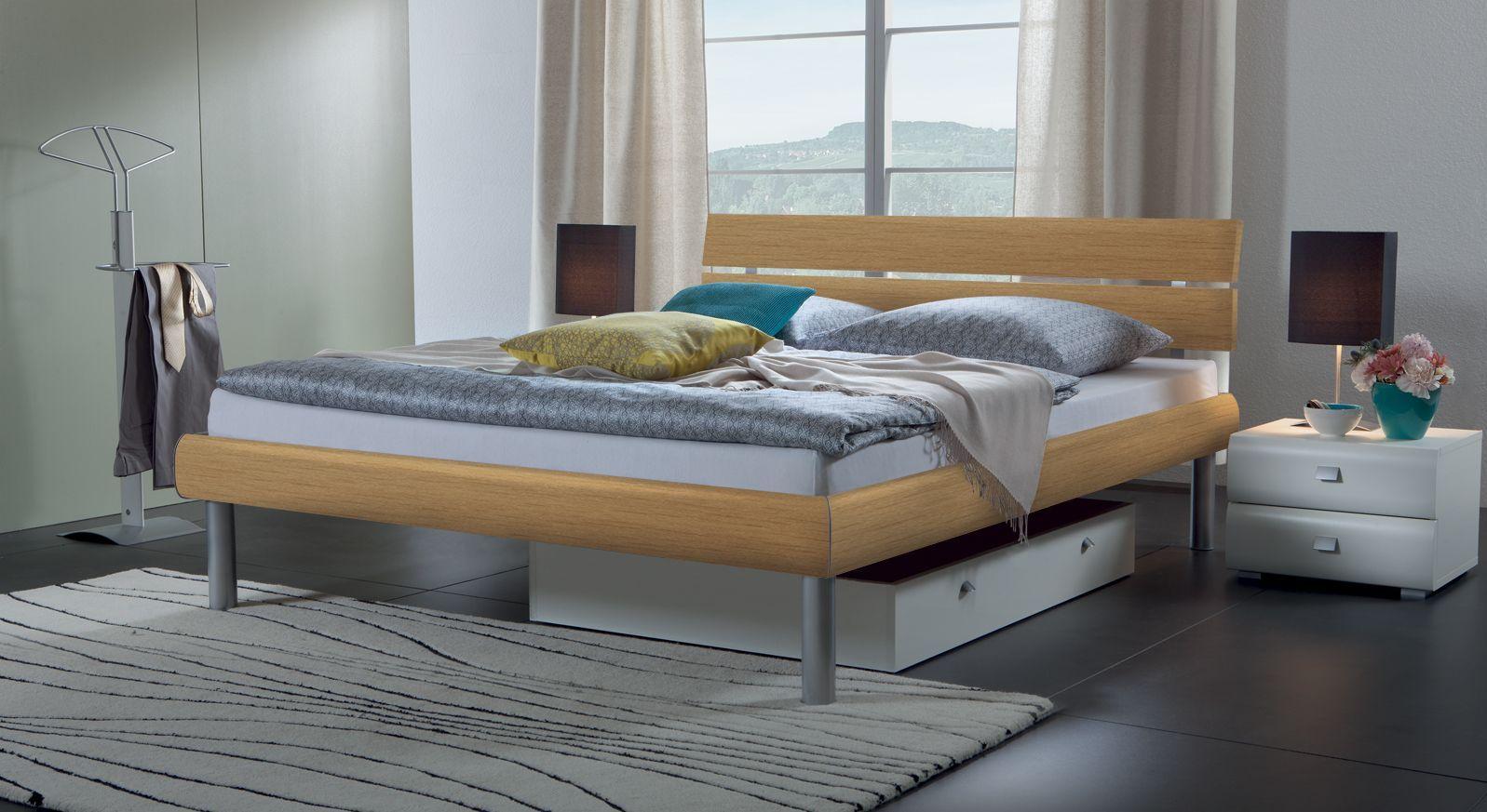 Bett Diego in Buche und Bettbeine in alufarben
