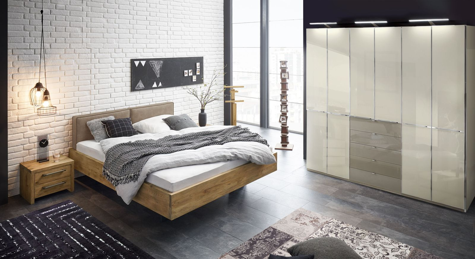 Bett Dourados mit passender Schlafzimmer-Einrichtung