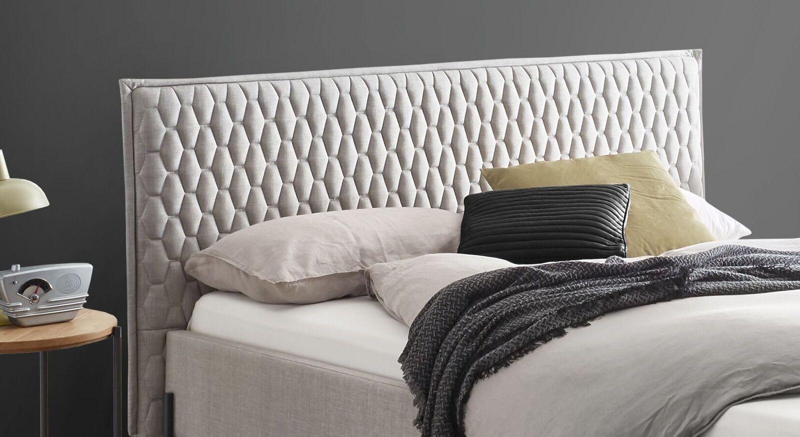 Trendiges Bett Eljas mit Wabensteppung am Kopfteil