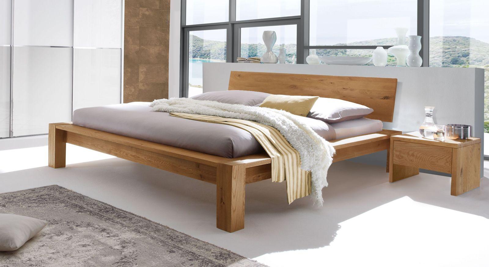 Bett Evora aus robustem Wildeichenholz
