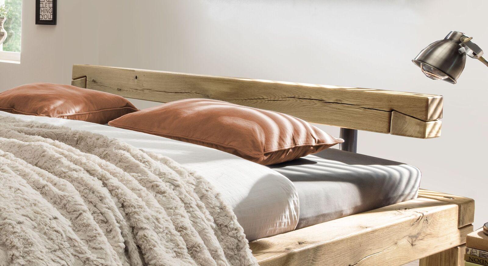 Bett Feist mit Balken-Kopfteil