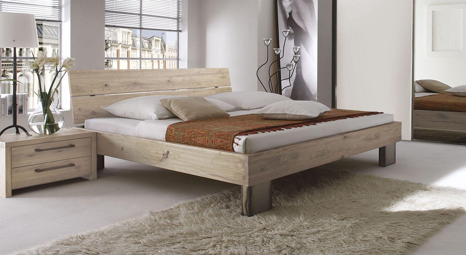 Rustikales Bett Fuego aus Wildeiche weiß