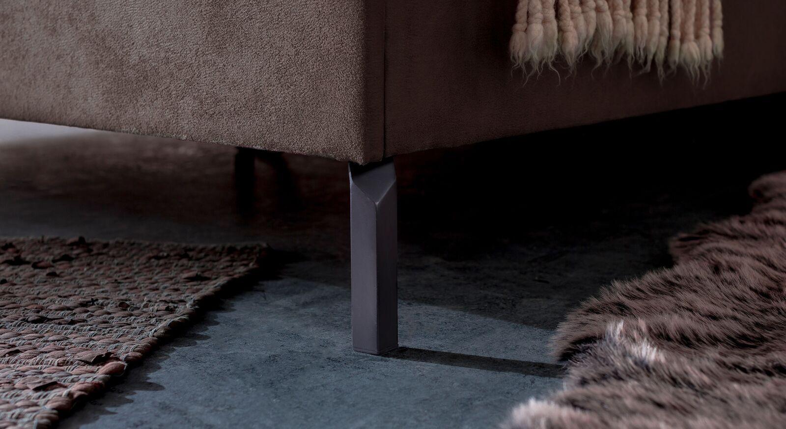 Bett Gitega mit graphitfarbenen Metallfüßen
