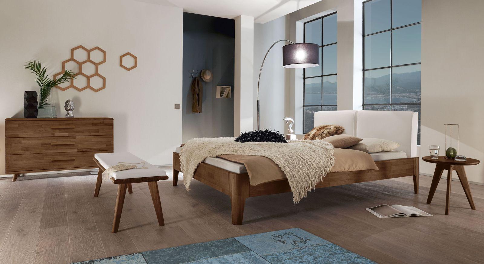 Hochwertiges Bett Gori mit passenden Schlafzimmermöbeln