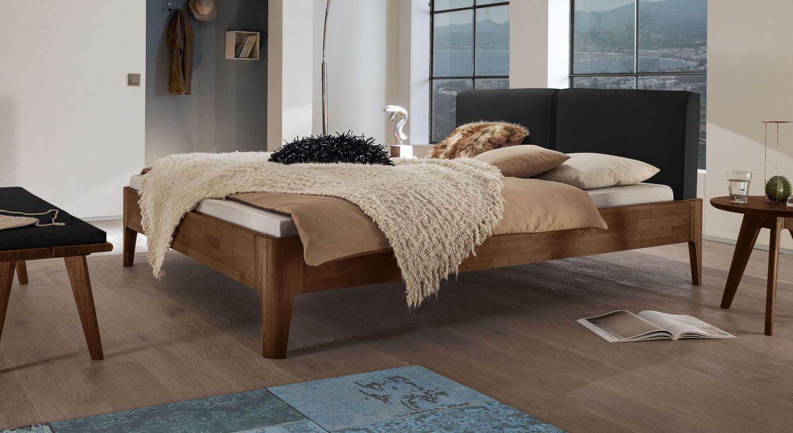 Bett Gori aus Nussbaumholz mit schwarzem Polster