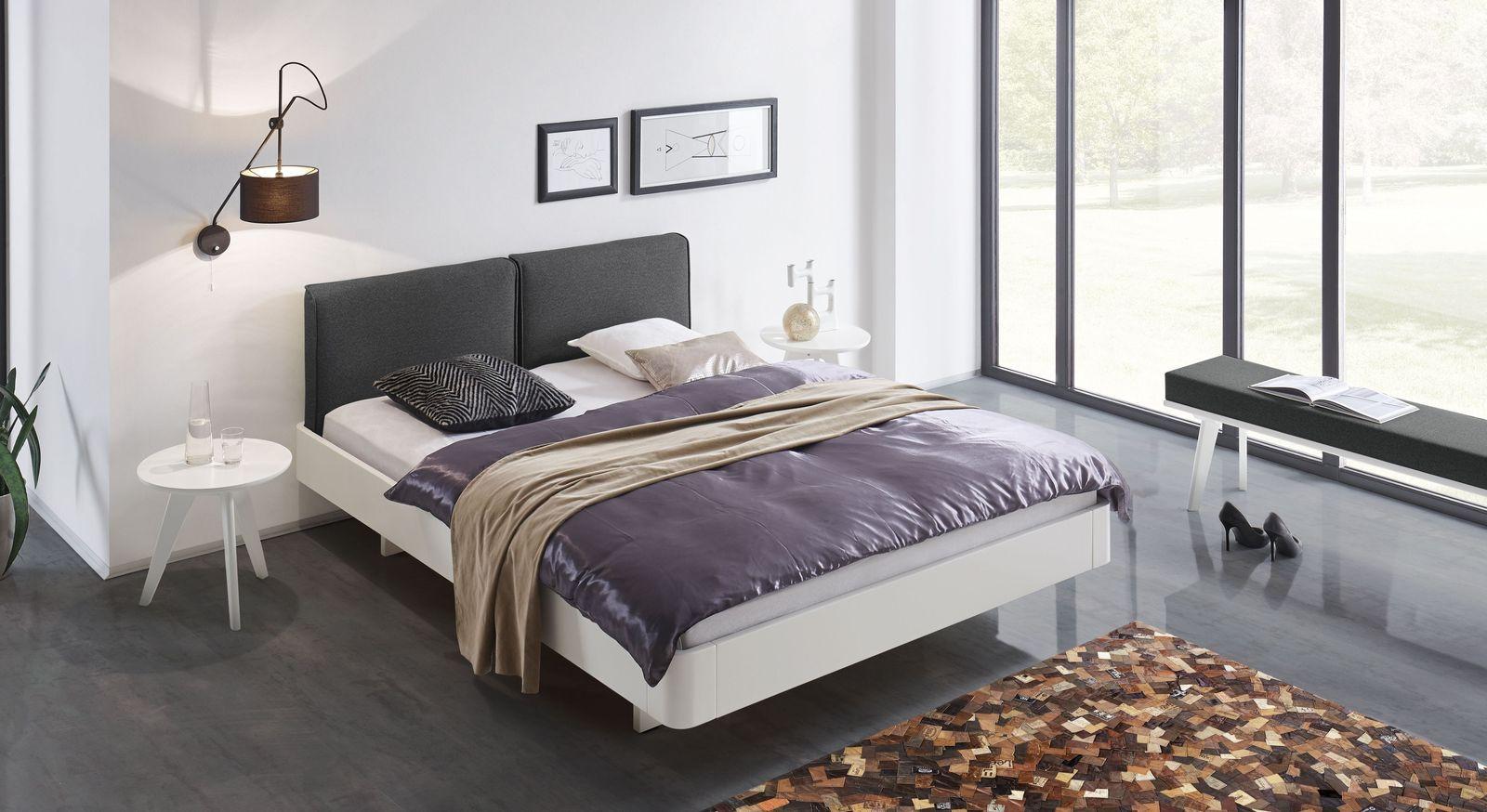wei es schwebebett aus buche mit gepolstertem kopfteil iraklia. Black Bedroom Furniture Sets. Home Design Ideas