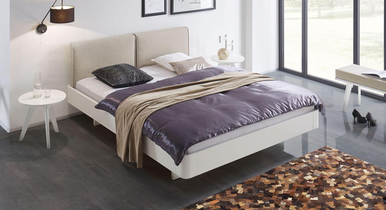 Bett Iraklia in Weiß mit beigem Polsterkopfteil