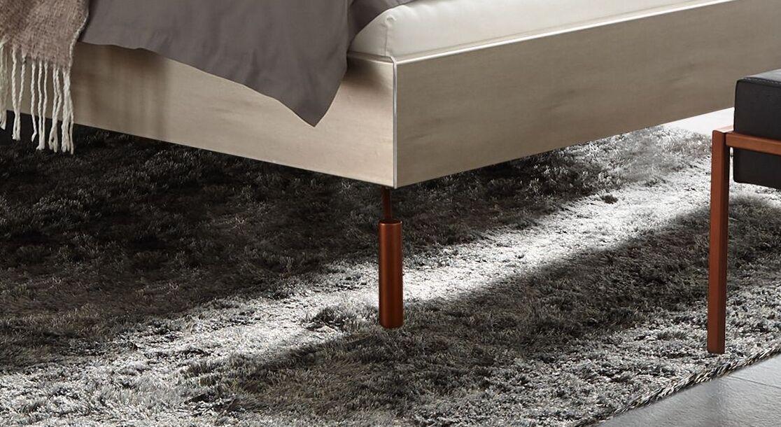 Bett Istari mit kupferfarbenen Metallfüßen