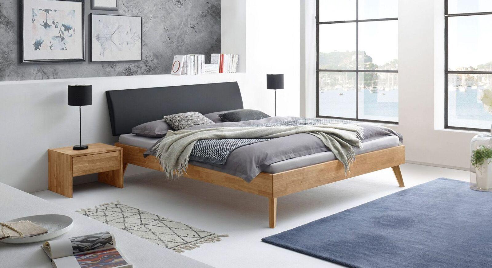Bett Kantil mit passendem Nachttisch