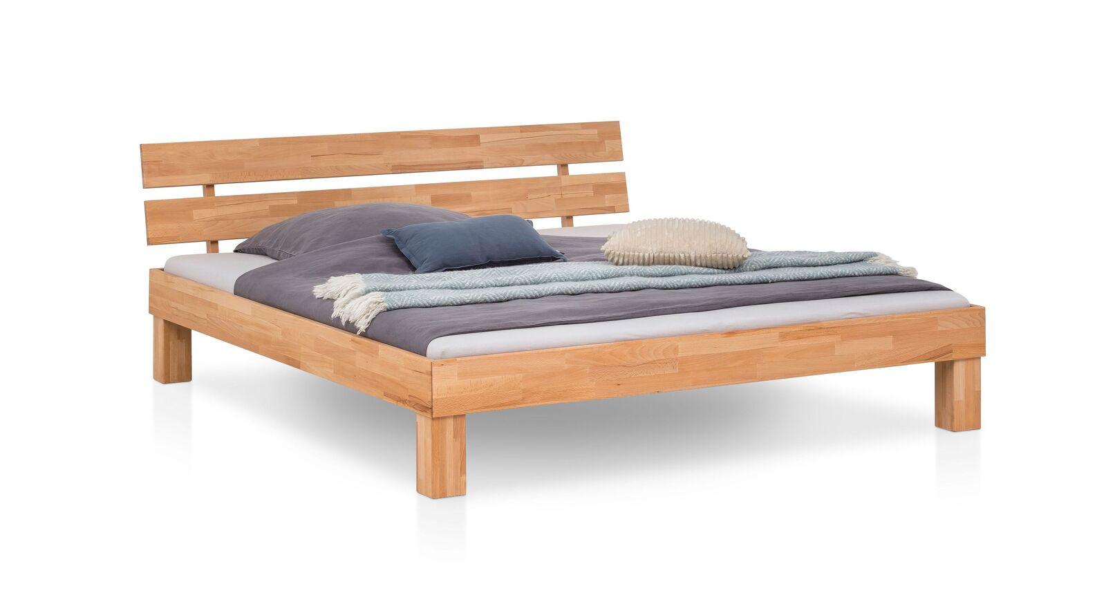 Klassisches Bett Kasseris aus Kernbuche