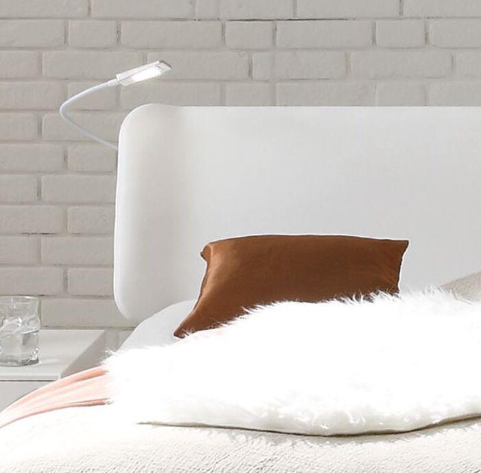 Bett im skandinavischen design mit kunstleder kopfteil for Breiter ohrensessel