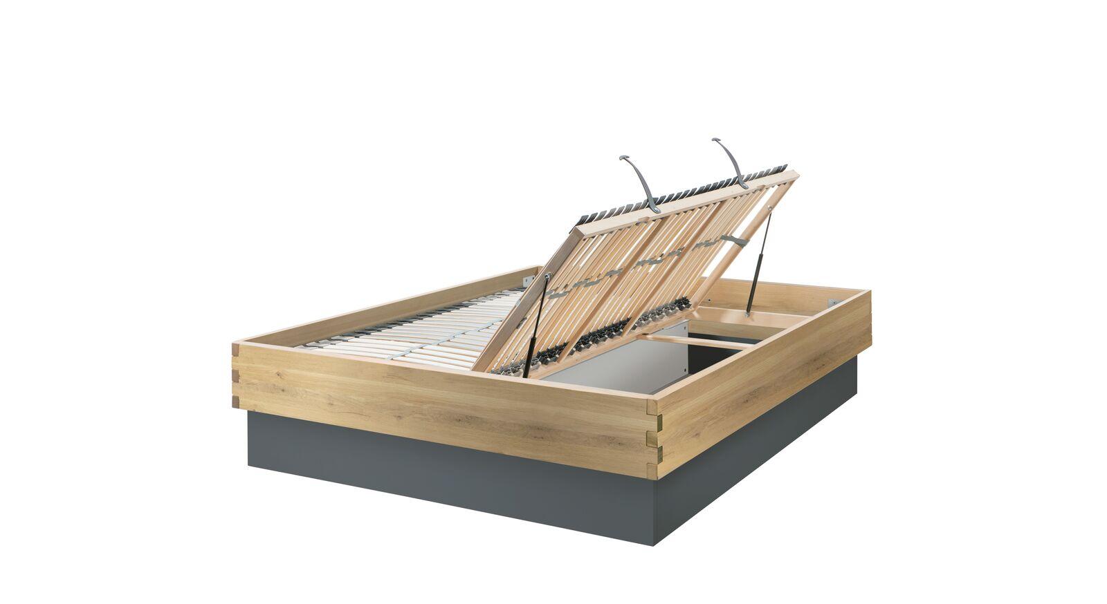Bett Larus aus Massivholz mit Lastenrost-Öffnung seitlich