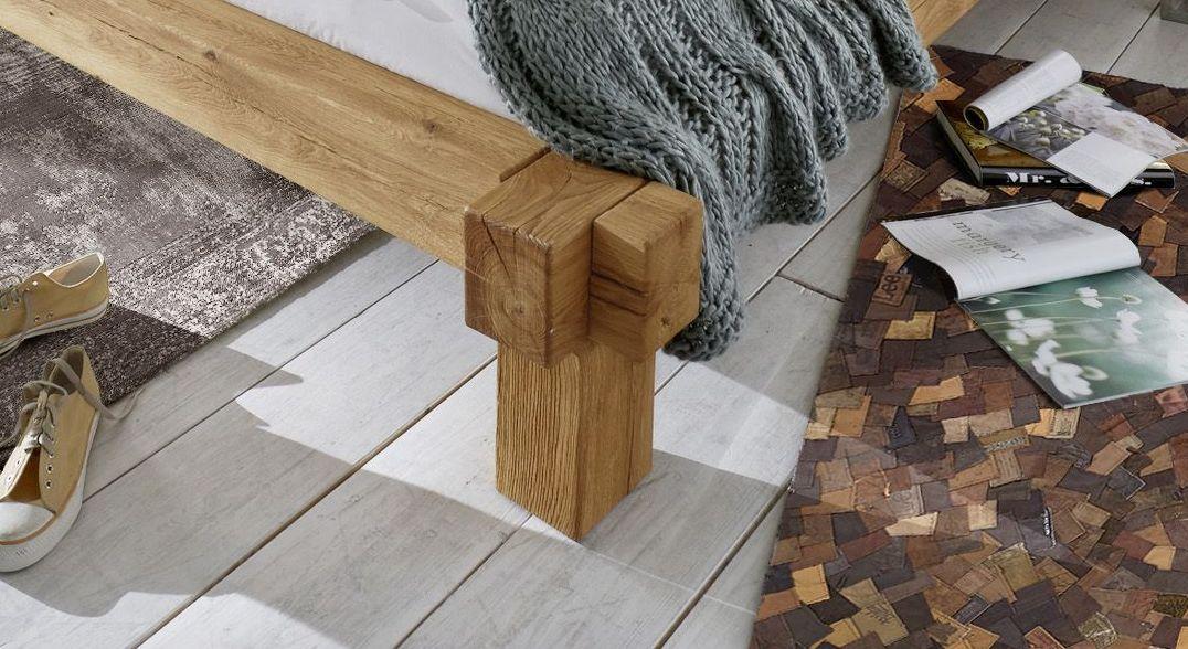 Bett und Liege Corumba mit massiven Holz-Bettbeinen