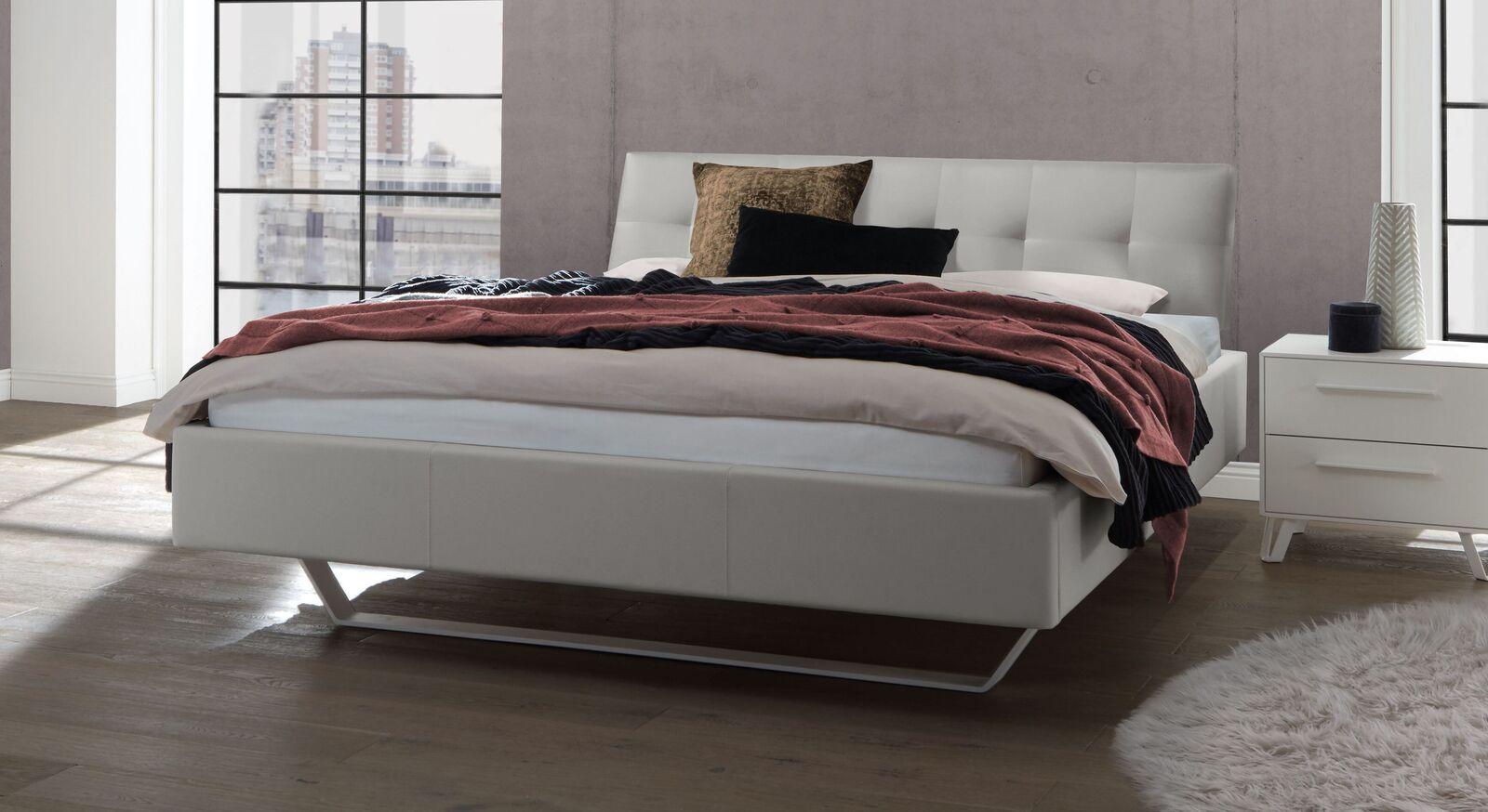 Bett Liene aus Echtleder in Hellgrau
