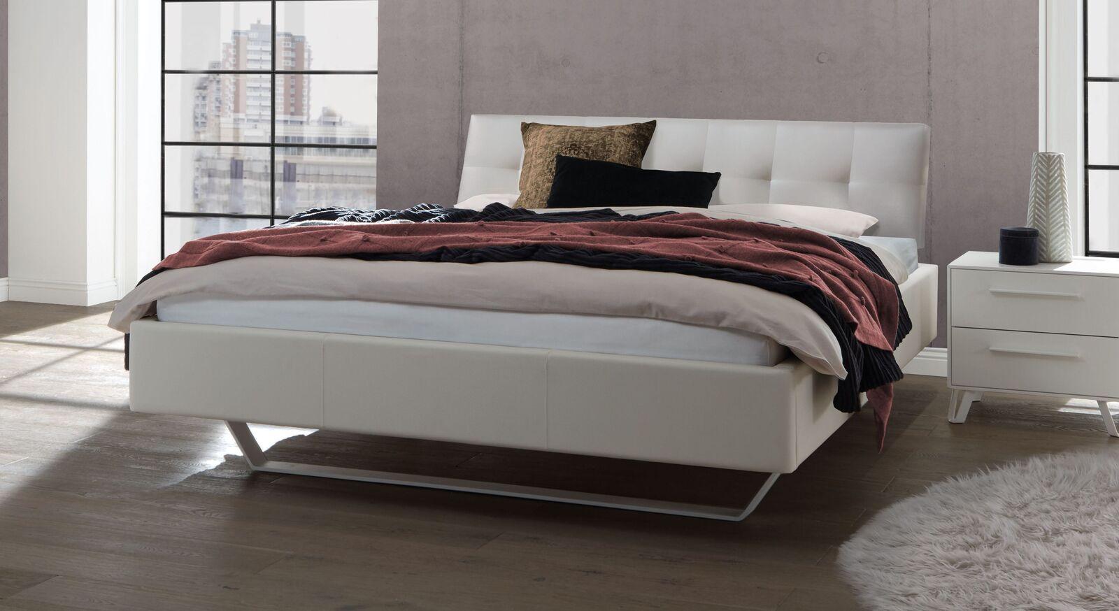 Bett Liene aus Echtleder in Kalk