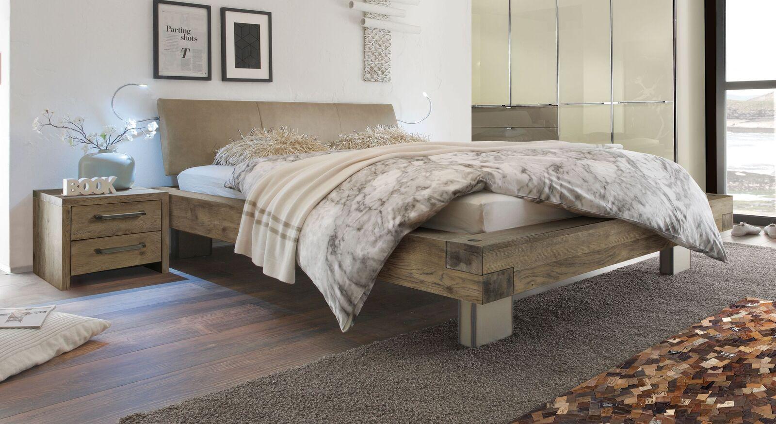 Holzbett Limeira in Terrabraun mit beigebraunem Luxus-Kunstleder