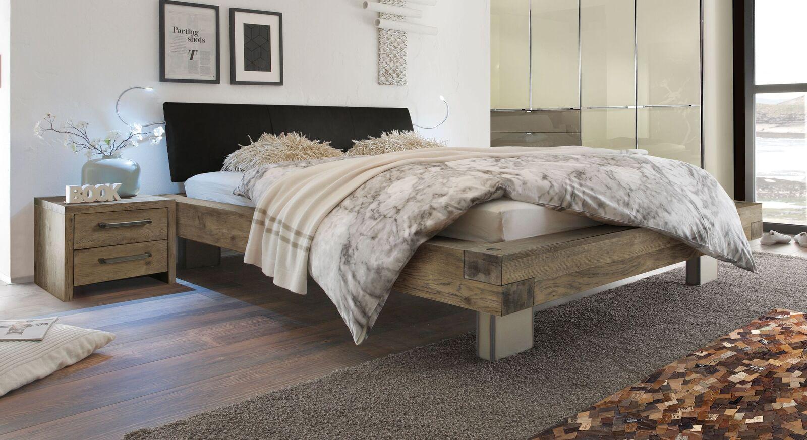 Holzbett Limeira in Terrabraun mit schwarzem Luxus-Kunstleder
