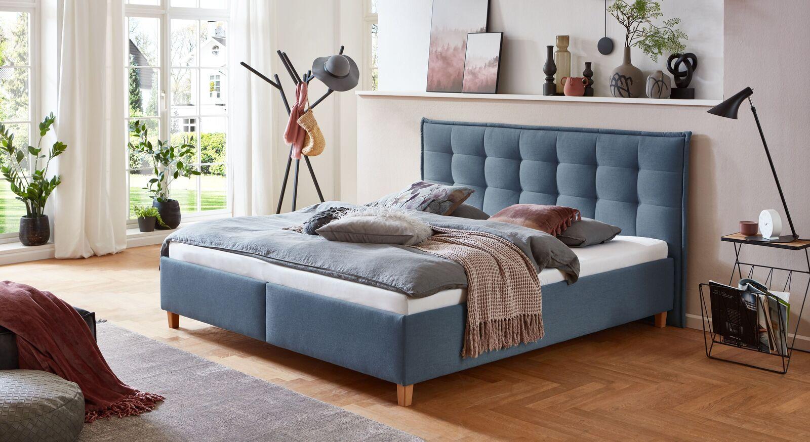 Bett Lusaka mit Webstoff in Blau