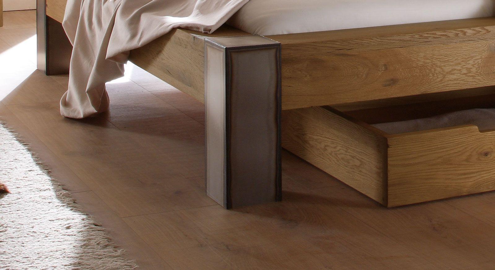 Bett Mallero mit quaderförmigen Bettfuß aus Stahl