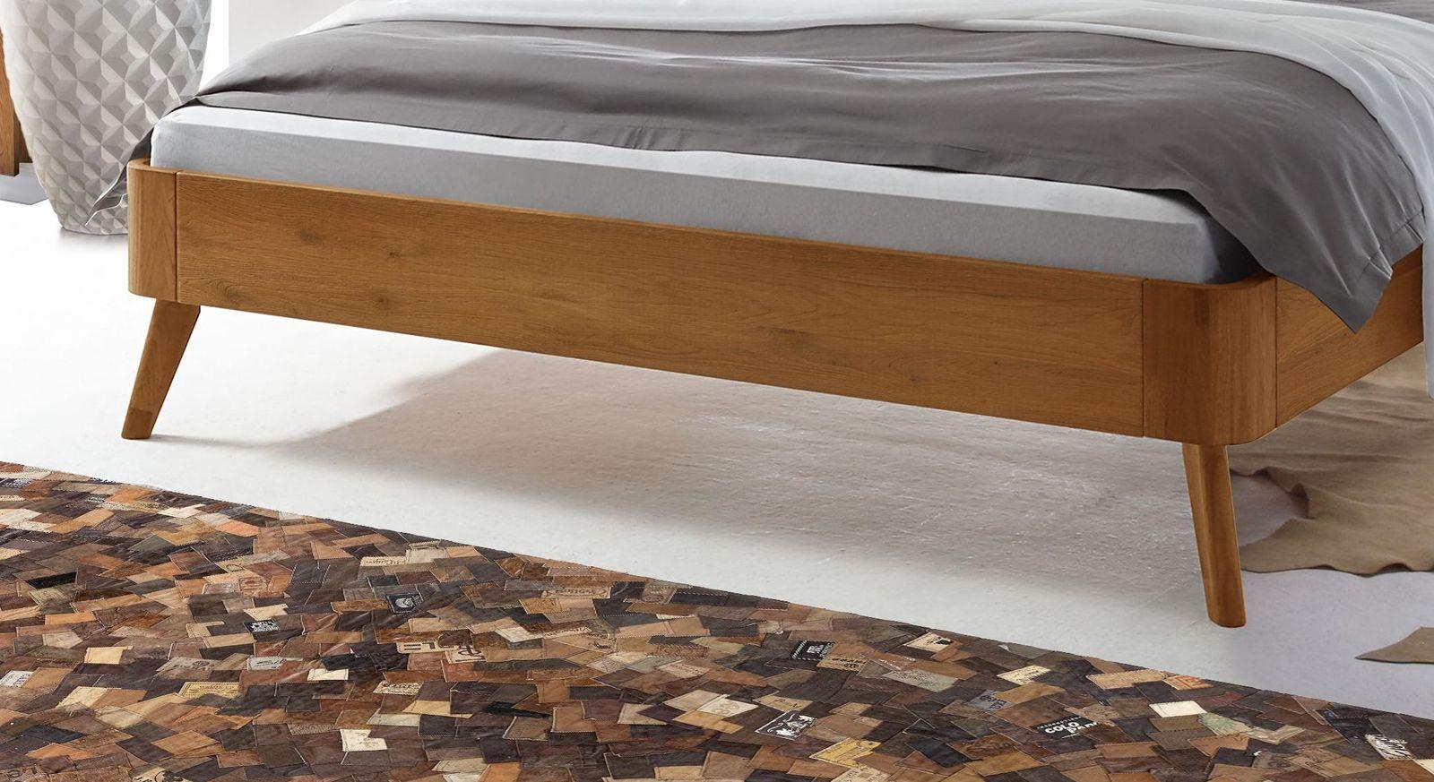 Bett Manouba mit ausgestellten Bettbeinen