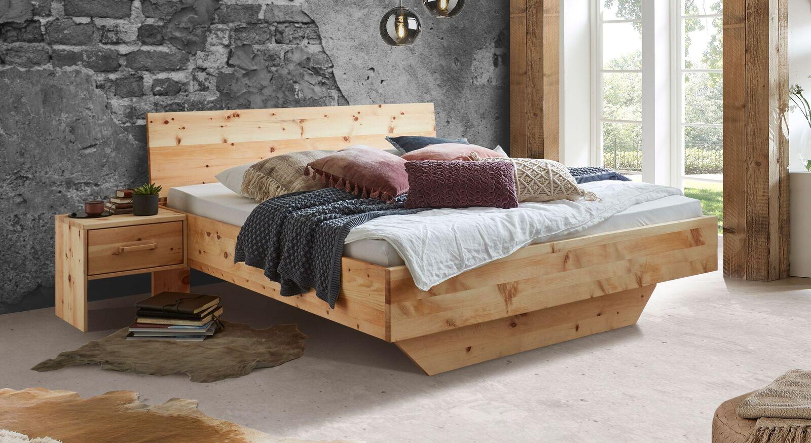 Bett Marmolata aus hochwertigem Zirbenholz