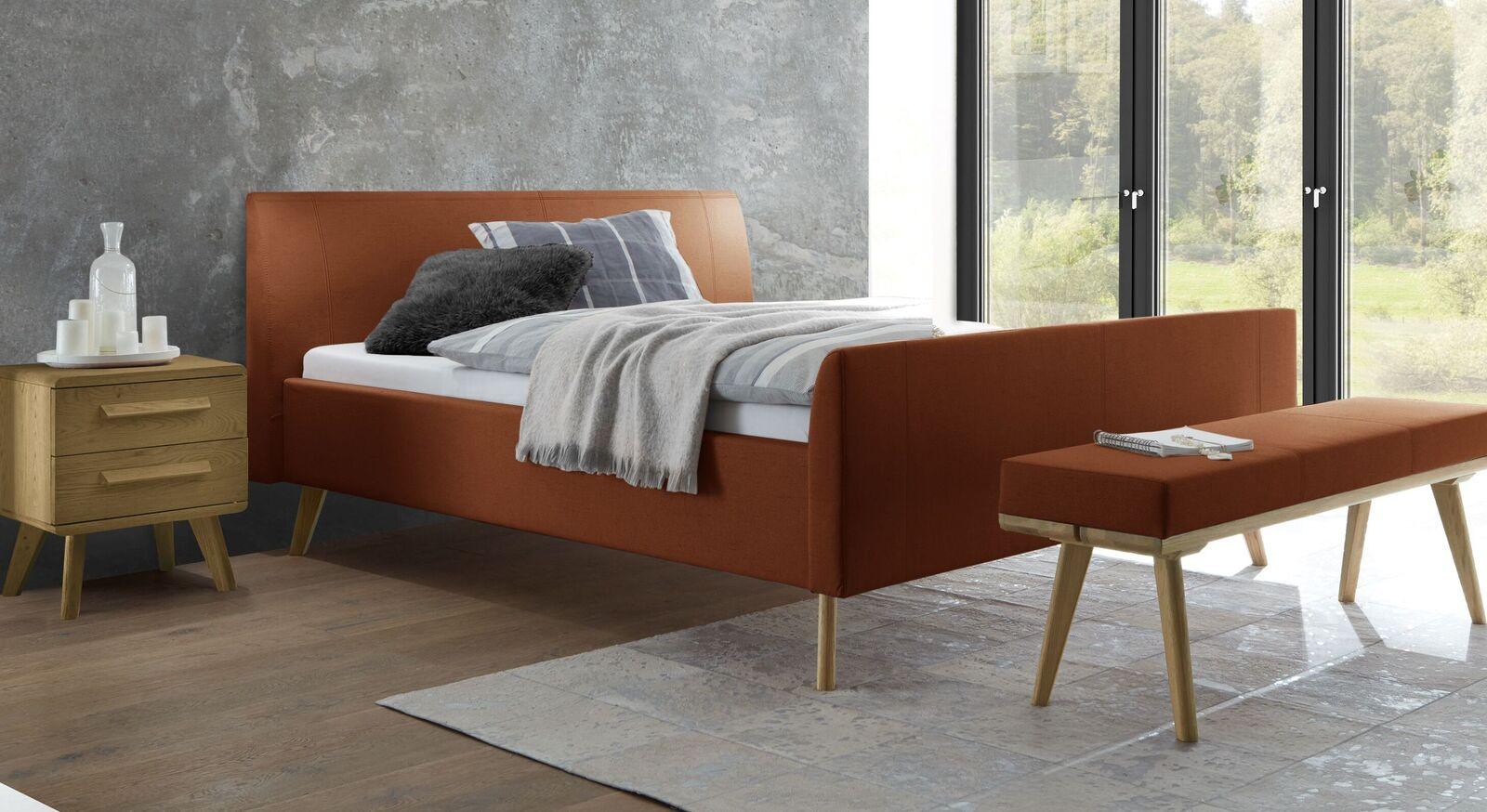 Hochwertiges Bett Nelka mit Stoffbezug in Rost