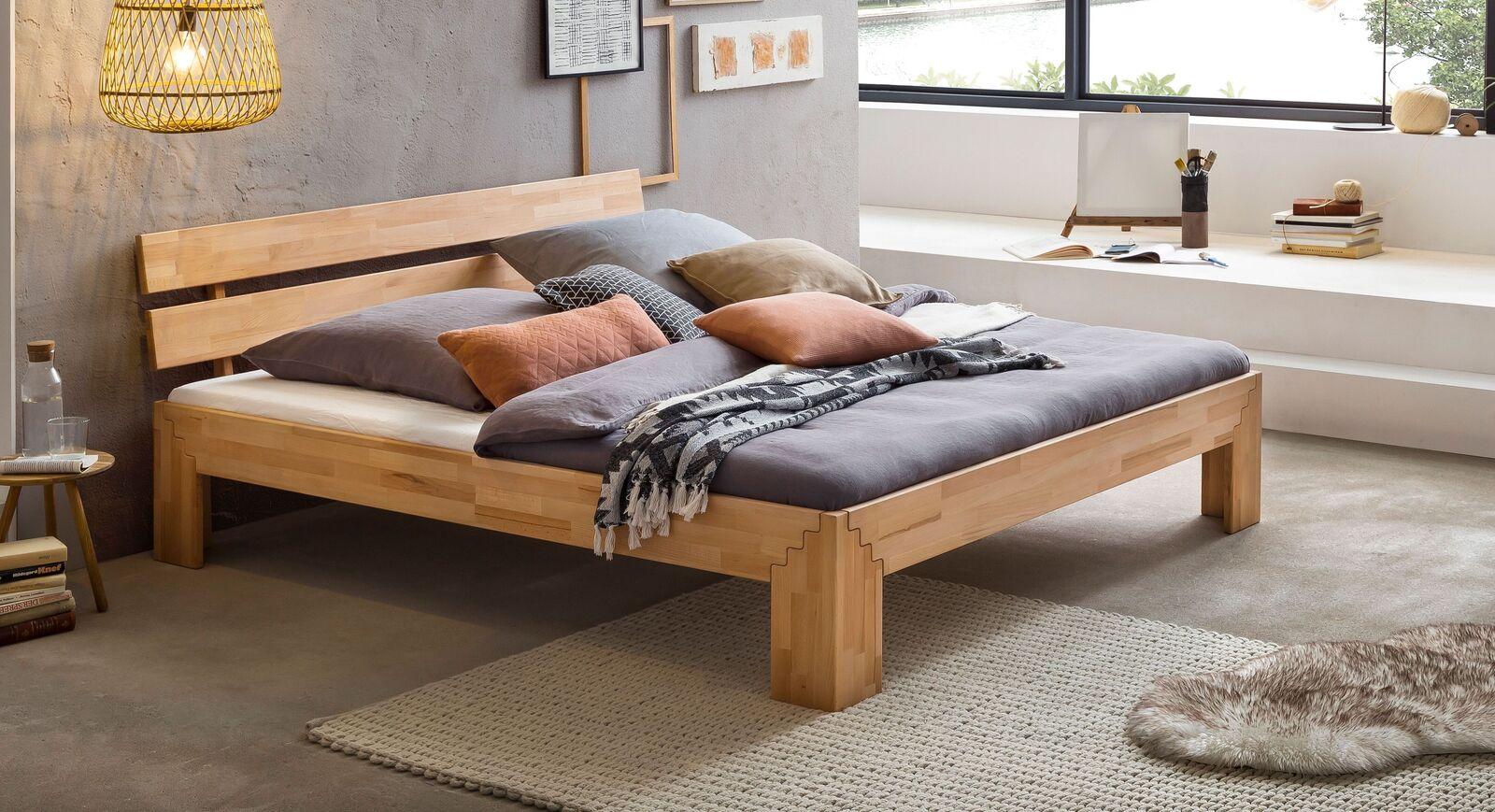 Klassisches Bett Oslin aus Kernbuchenholz
