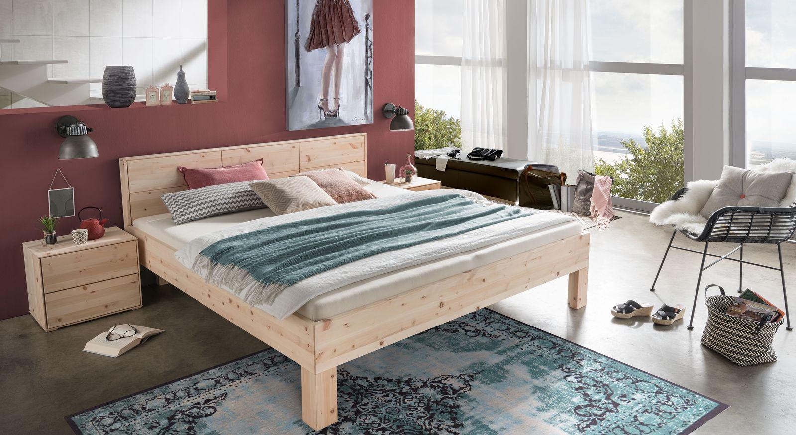 Bett Pirka mit passendem Nachttisch