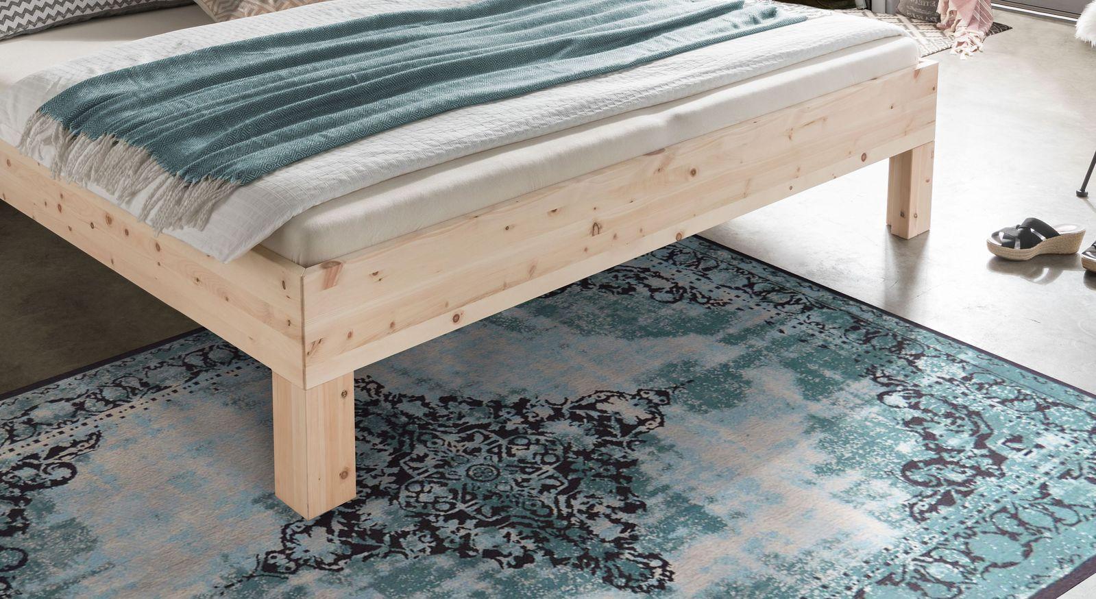 Bett Pirka mit stabilem Holzrahmen