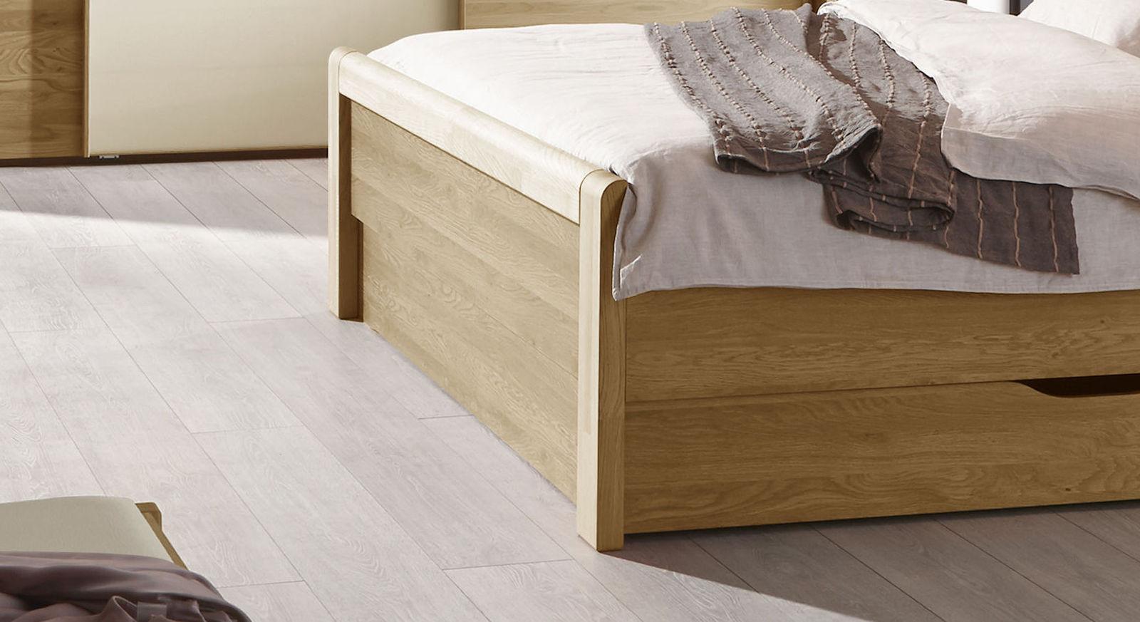 Bett Praia mit stabilem Fußteil aus Holz