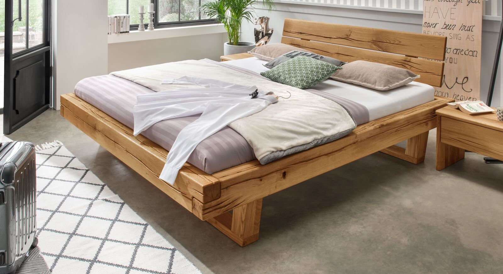 Rustikales Bett Rigolato aus massiver Wildeiche