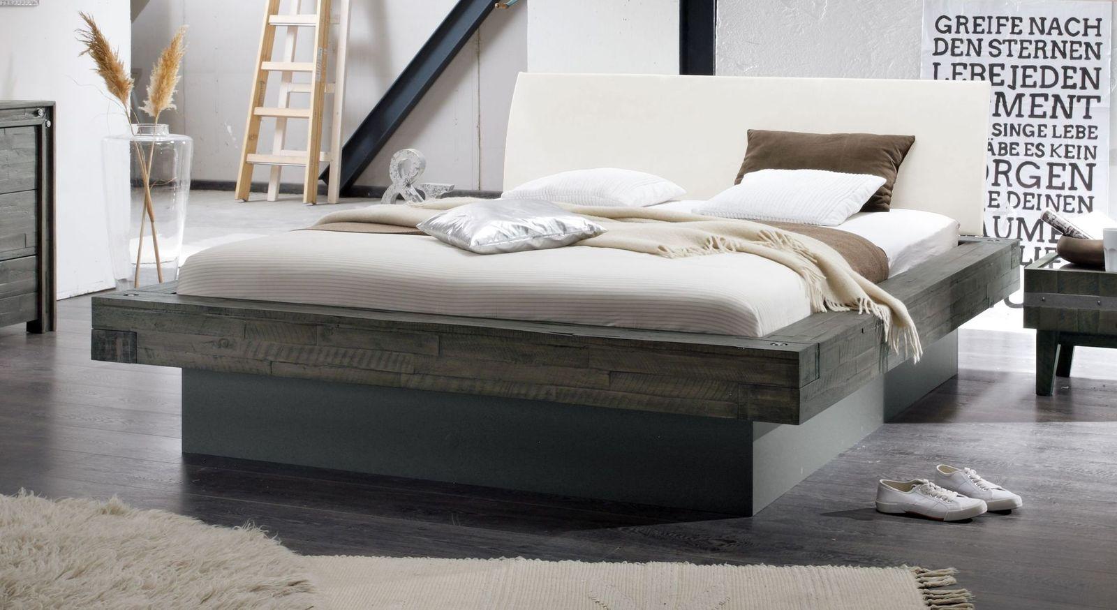 Graues Bett Romero mit Kopfteilpolster in Weiß