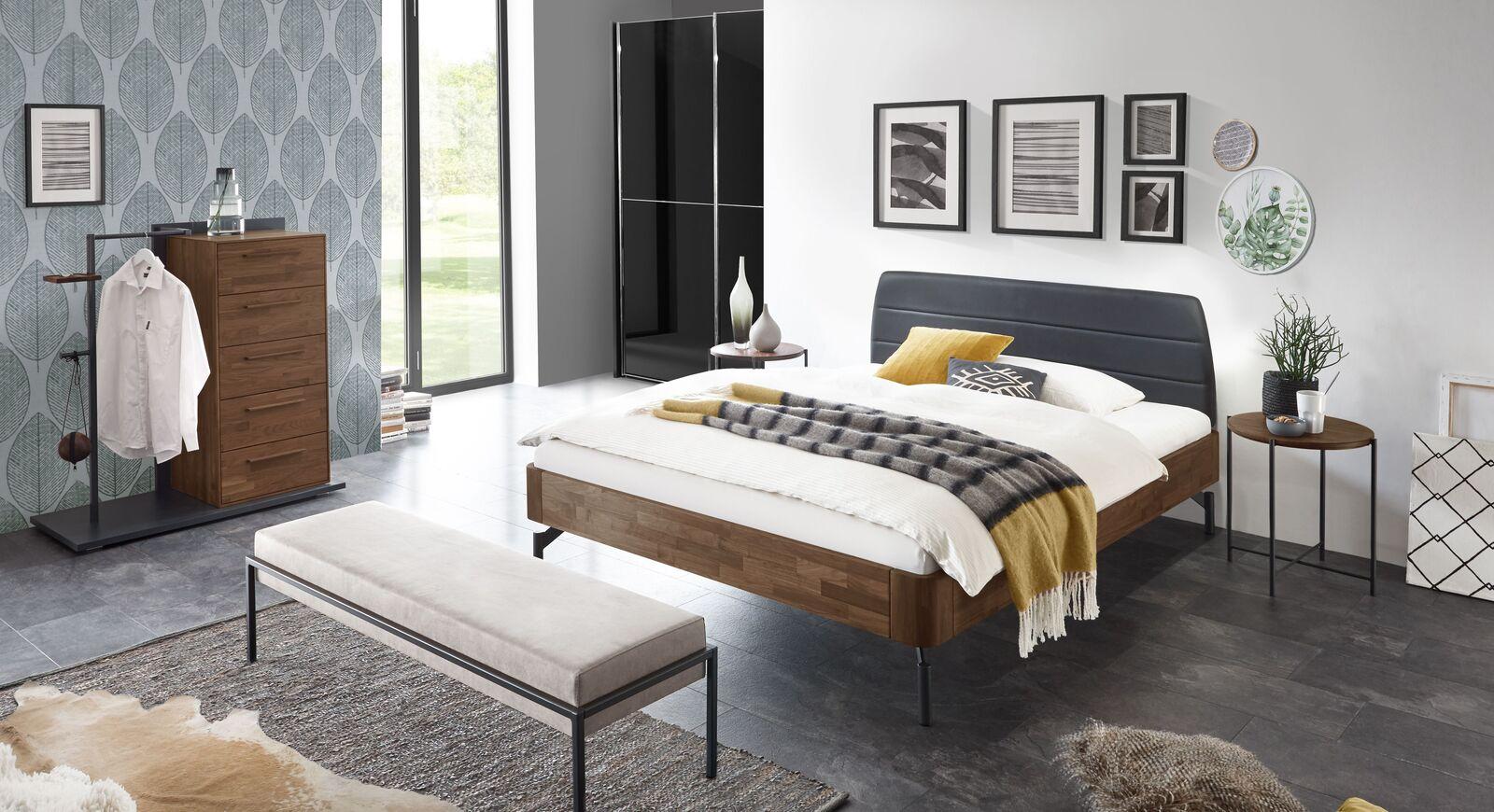 Bett Ronario mit passender Schlafzimmerausstattung