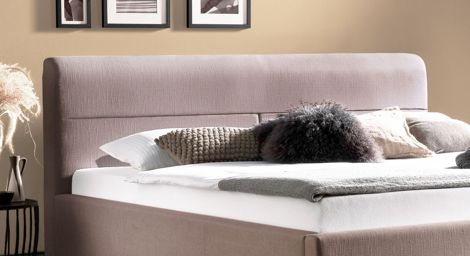 Bett Roneas Kopfteil mit stilvoller Steppung